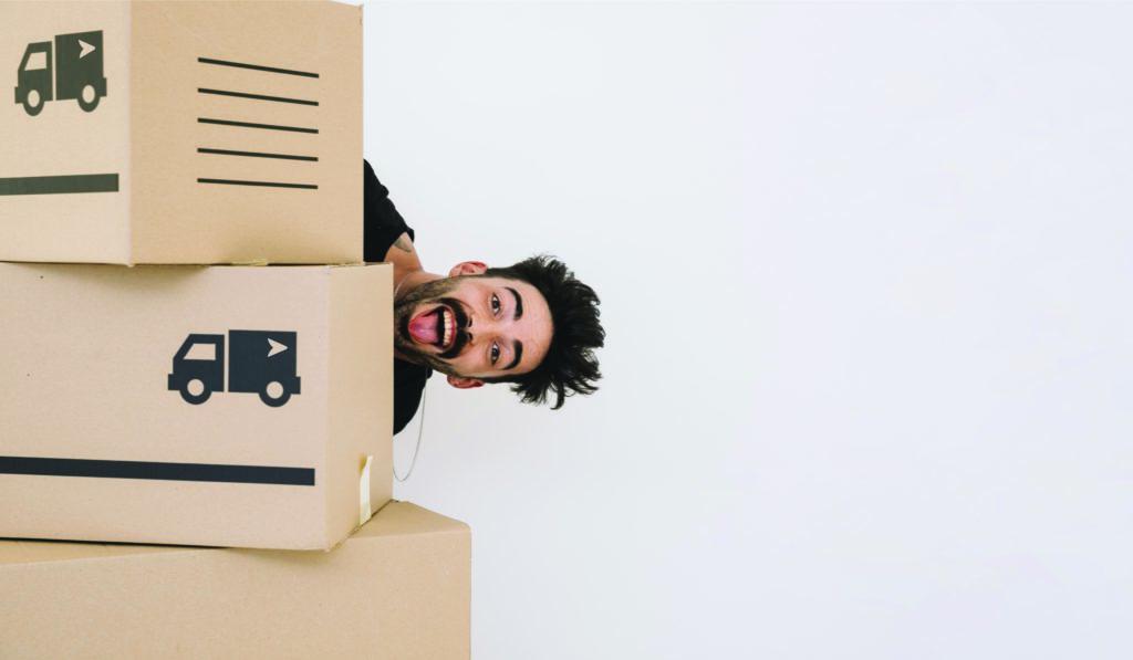Homme déménage sans perdre son service internet